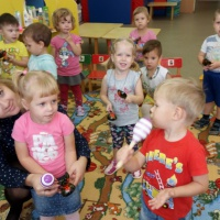 Фотоотчет о работе с музыкальными инструментами в младшей группе «Инструменты я люблю, ими весело стучу!»