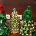 Шоколадно-карамельное чудо, или Мастер-класс по изготовлению новогодней елочки из конфет