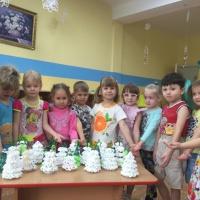 Фотоотчет «Парад Елок» с детьми среднего дошкольного возраста