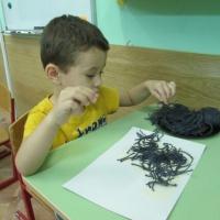 «Ёжик». Аппликация шерстью с элементами рисования для детей трёх лет