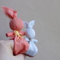Делаем детскую народную игрушку «Зайчик на пальчик»