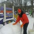 Снег руками нагребаем. Лепим, лепим ком большой… Или наш участок зимой.