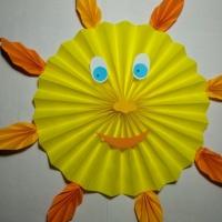 Мастер-класс «Поделка из цветной бумаги гармошкой «Солнышко»