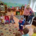 Игра «Кукла Катя собирается на прогулку» в первой младшей группе (фотоотчет)