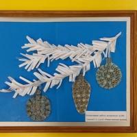 Коллективная работа детей второй младшей группы и воспитателя «Рождественские кружева» с использованием макарон