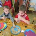 Мастер-класс для детей «Игрушки-шумелки для второй младшей группы, сделанные детьми средней группы»