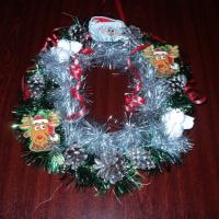 Мастер-класс «Новогодний венок из бросового материала»