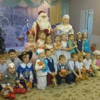 Фотоотчет новогоднего утренника в старшей группе «Новогодняя сказка»