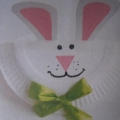 Поделка из одноразовой тарелки «Зайчик» (2-я младшая группа)