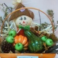 Фотоотчет выставки в детском саду «Осенняя фантазия». Работы из листьев, декоративной тыквы, каштана, тыквы и цветов