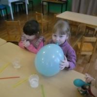Фотоотчёт о занятии по экспериментированию «Воздух и мы»