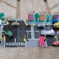 Дидактическая игра «Улица города». Макет из картона и бросового материала