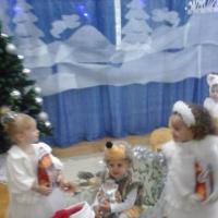 Фотоотчёт о новогоднем празднике «Путешествие в сказочный лес»