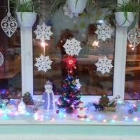 Оформление группы к Новому году «Украшение окна»