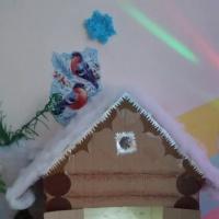 Новогоднее украшение группы по сказке «Заячья избушка»