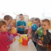 Опытно-экспериментальная деятельность во второй младшей группе «Воздушные шары, воздух и вода»