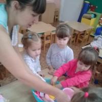 Конспект игрового занятия во второй младшей группе «Мытье кукольной посуды»