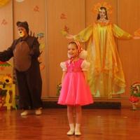 Сценарий осеннего праздника для детей средней группы «В гостях у Миши и Маши».