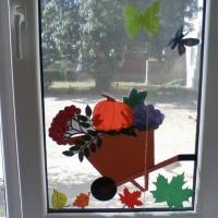 Осеннее украшение окна