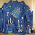 Оформление выставки и музыкального зала к празднику— День космонавтики