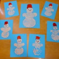 Фотоотчёт НОД в средней группе по нетрадиционному рисованию с использованием пальчиковой техники «Снеговички»
