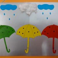 Коллективная работа по аппликации «Зонтики»