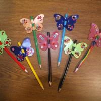 Мастер-класс по изготовлению бабочки-украшения на карандаш. Использование бросовых материалов