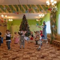Сценарий новогоднего праздника в младшей группе «К нам на праздник пришел Дед Мороз»