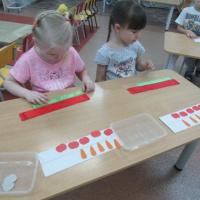 Конспект занятия по математическому развитию с детьми средней группы «Сказочная математика»