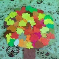 Декорация «Осеннее дерево» из цветного картона