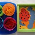 Дидактическая игра «Разноцветные прищепки»