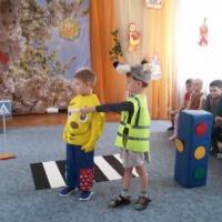Сценарий развлечения по правилам дорожного движения «Путешествие Колобка!»