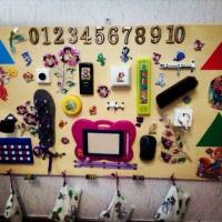 Развивающая доска для детей «Бизиборд» своими руками.
