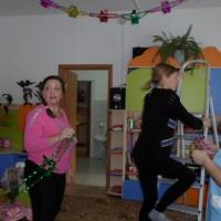 Фотоотчет о мастер-классе по украшению групповой комнаты к Новому году