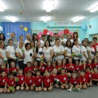 Фотоотчёт о проведении спортивного праздника посвященного Дню матери «Сюрпризы для мам» с детьми средней группы