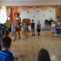 Сценарий праздника осени в средней группе «Осень золотая в гости к нам пришла»