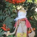 Традиционная обереговая кукла Рябинка. Мастер-класс