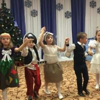 Фотоотчет о новогоднем утреннике в старшей группе «Баба Яга— против»