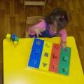 Дидактическая игра «Разноцветные формы»
