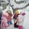 Фотоотчет «Ах, как здорово зимой!» Занятие-прогулка с детьми старшей группы