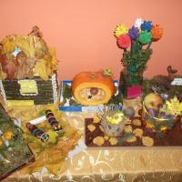 Фотоотчет о выставке поделок детского и семейного творчества из природных материалов «Осенние фантазии»