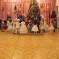 Фотоотчёт утренника «Новогодний переполох» в разновозрастной группе
