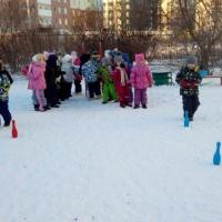 Фотоотчет о спортивном досуге в зимнее время детей среднего возраста