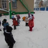 Фотоотчет «Выпал первый снежок» (первая младшая группа)