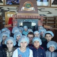 Фотоотчет об экскурсии в пекарню «Колос» с детьми подготовительной группы