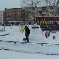 Снежные постройки на участке «Дымковская игрушка»
