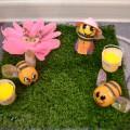 Поделка из бросового материала «Пчёлки на отдыхе»