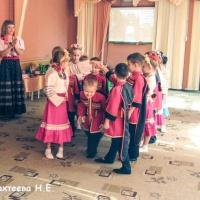 Игры, забавы, эстафеты для детей и взрослых на народных праздниках