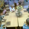 «Украшения на елку». Фотоотчет занятия по лепке с детьми второй группы раннего возраста