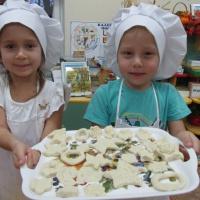 Фотоотчет «Как мы делали печенье для игры в магазин»